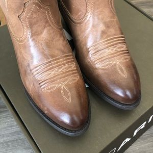 Ariat Shoes - NWT Ariat Darlin Boots